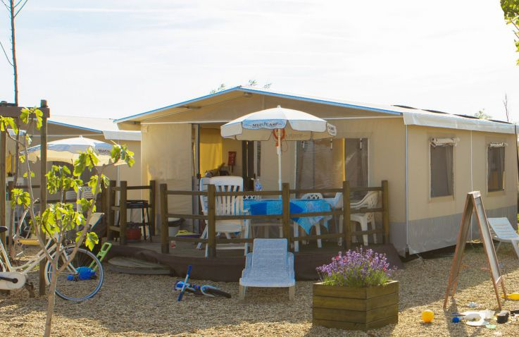 Camping Le Serignan Plage - Lodgetent in Languedoc-Roussillon